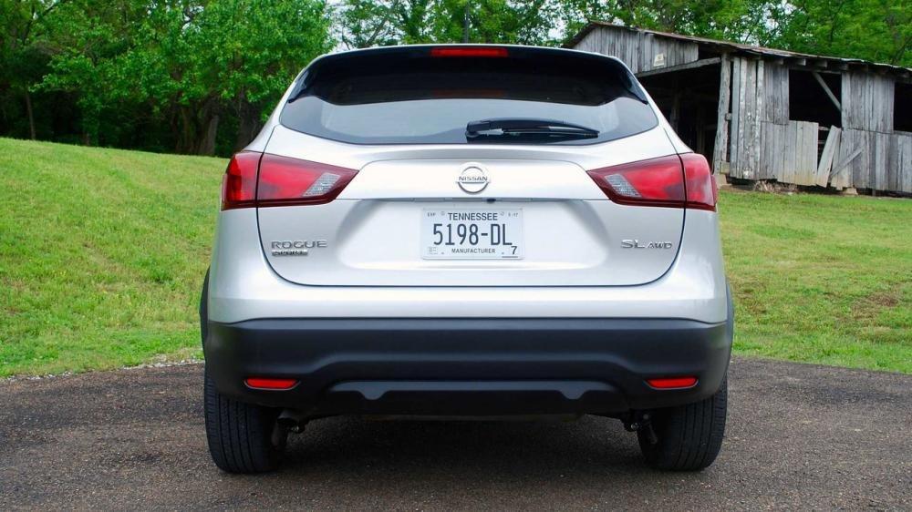 Đánh giá xe Nissan Qashqai 2017 về đuôi xe.
