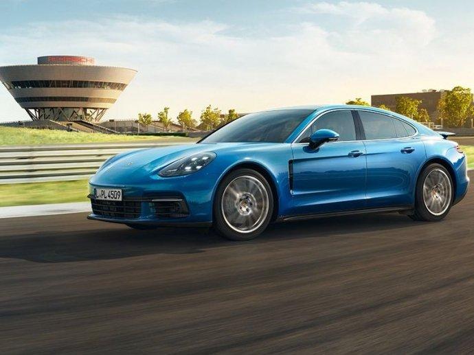 Bình chọn top xe 4 cửa trang bị động cơ V8 tốt nhất 10