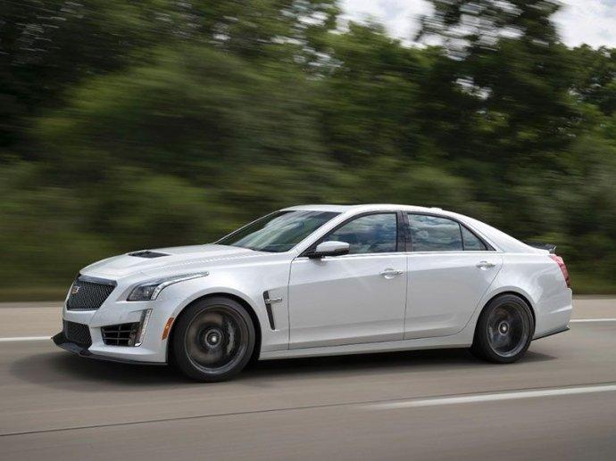 Bình chọn top xe 4 cửa trang bị động cơ V8 tốt nhất 3