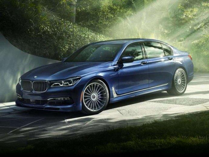 Bình chọn top xe 4 cửa trang bị động cơ V8 tốt nhất 2