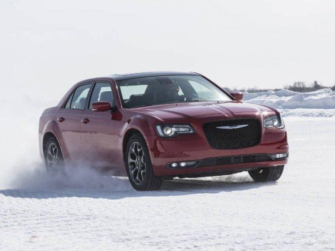 Bình chọn top xe 4 cửa trang bị động cơ V8 tốt nhất 5