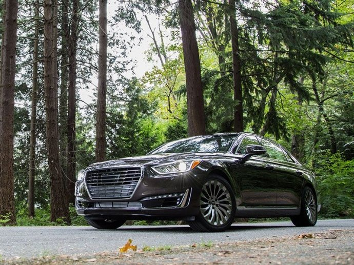 Bình chọn top xe 4 cửa trang bị động cơ V8 tốt nhất 7