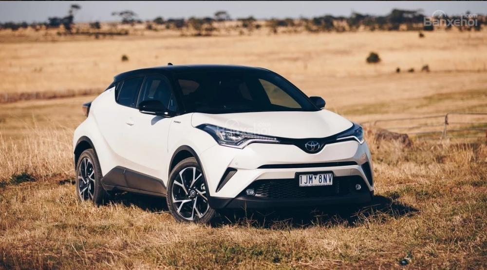 """Đánh giá xe Toyota C-HR 2017: Mẫu """"ve sầu lột xác"""" của hãng xe Nhật."""