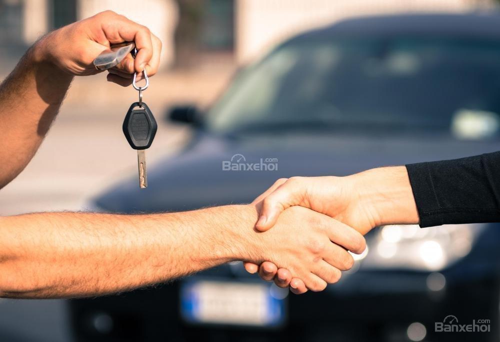 Vẫn có thể thuê xe ô tô khi kẹt tiền.