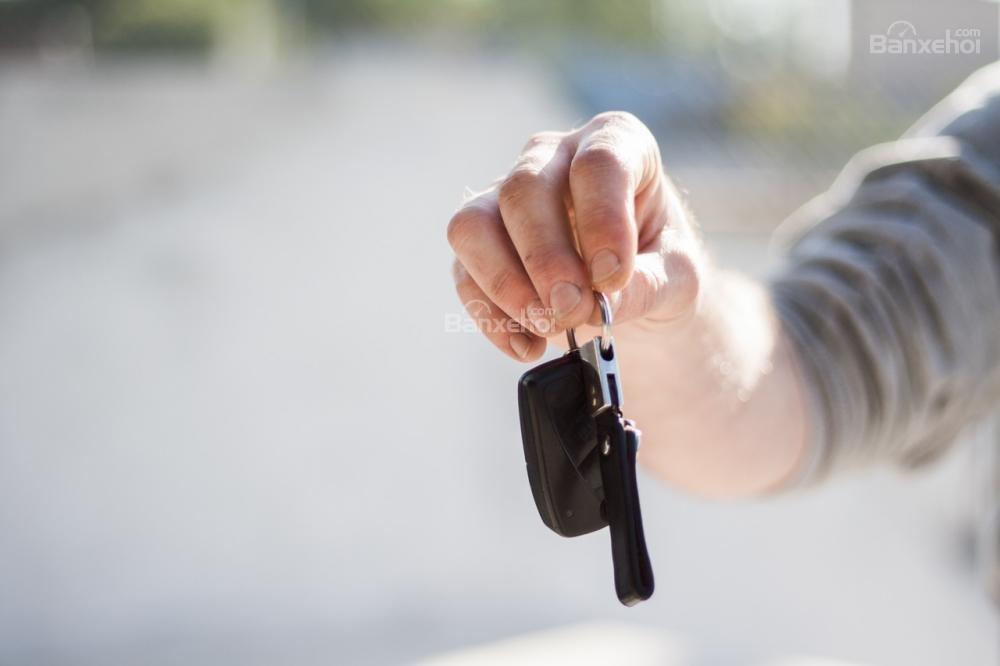 Ưu nhược điểm của việc thuê xe ô tô khi chưa đủ tiền.
