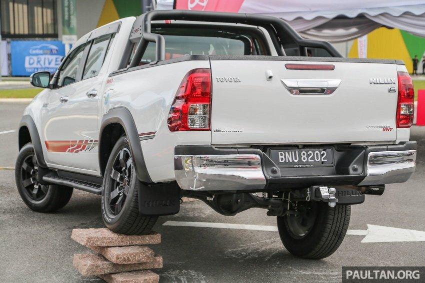 Đuôi Toyota Hilux TRD.