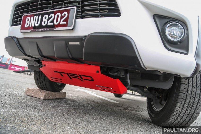 Cản Toyota Hilux TRD.