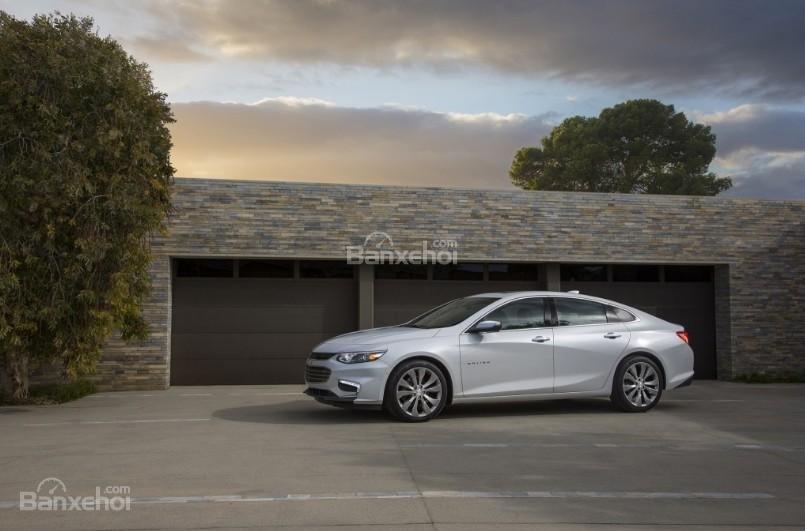 """Đánh giá xe Chevrolet Malibu 2018: Tiếp tục níu giữ """"sự tươi mát"""" của thiết kế ngoại thất,"""