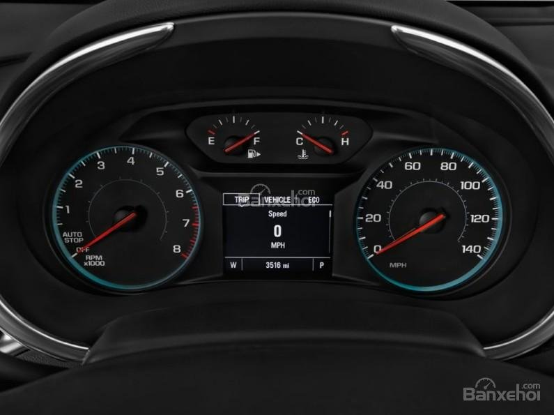 Đánh giá xe Chevrolet Malibu 2018: Cụm đồng hồ.