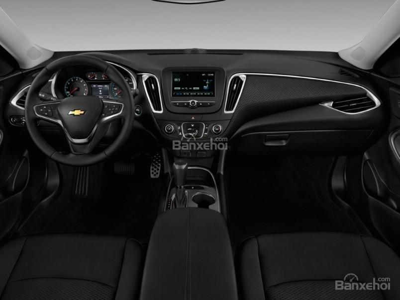 Đánh giá xe Chevrolet Malibu 2018: Nội thất xe đơn giản hơn thiết kế ngoại thất.