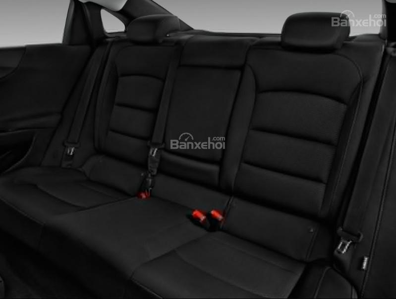 Đánh giá xe Chevrolet Malibu 2018: Hàng ghế sau của xe.
