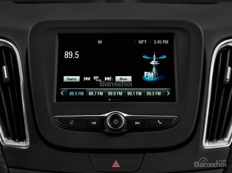 Đánh giá xe Chevrolet Malibu 2018: Xe được tích hợp nhiều tính năng hiện đại.