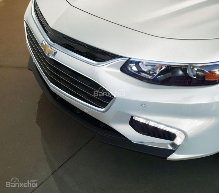 Đánh giá xe Chevrolet Malibu 2018: Cụm đèn sương mù góc dưới.