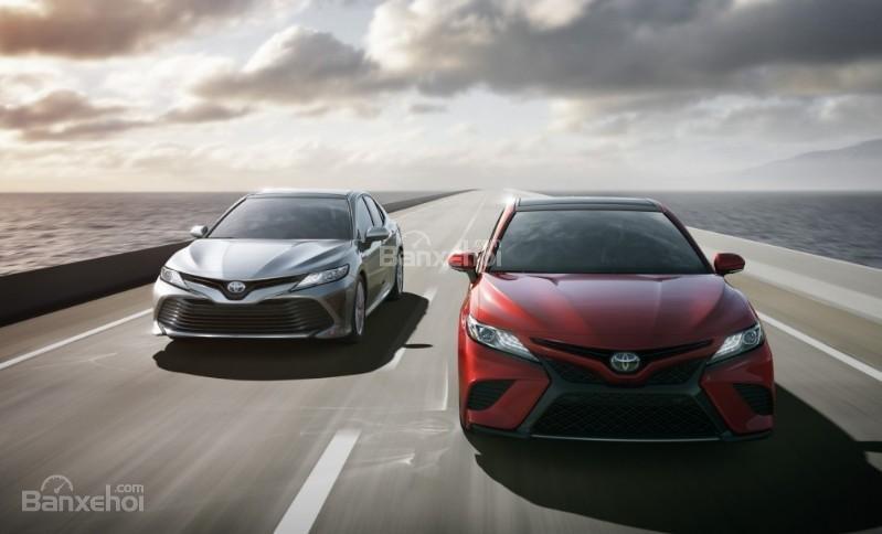 """Đánh giá xe Toyota Camry 2018: """"Yêu từ cái nhìn đầu tiên""""."""