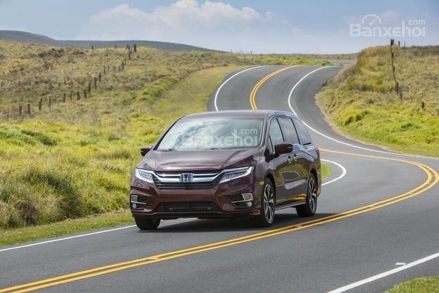Đánh giá xe Honda Odyssey 2018: Phiên bản mới sở hữu khả năng xử lý tốt hơn.