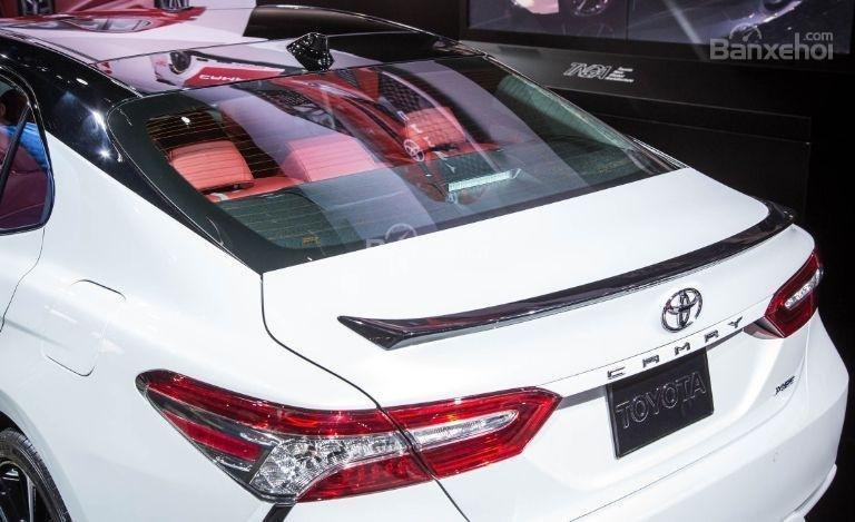 Đánh giá xe Toyota Camry 2018: Khoang hành lý nếu không có gì thay đổi sẽ tương đương phiên bản 2017.