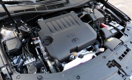 Đánh giá xe Toyota Camry 2018: Xxe còn có sẵn động cơ 3,5 lít V6 phun xăng trực tiếp.
