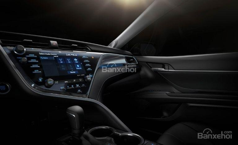 Đánh giá xe Toyota Camry 2018: Xe sở hữu nhiều công nghệ hiện đại.