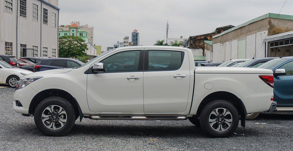 So sánh thân xe Mitsubishi Triton MIVEC 2017 và Mazda BT-50 2016 2