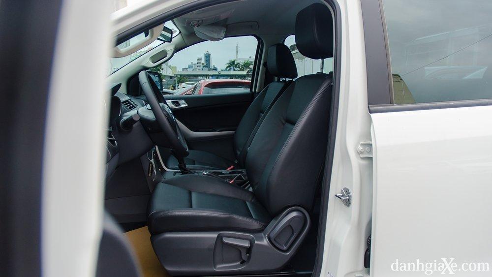 So sánh Mitsubishi Triton MIVEC 2017 và Mazda BT-50 2016 về ghế xe 2