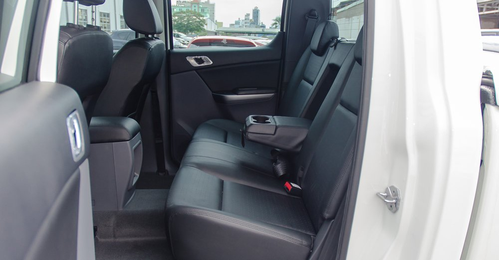 So sánh Mitsubishi Triton MIVEC 2017 và Mazda BT-50 2016 về ghế xe 4