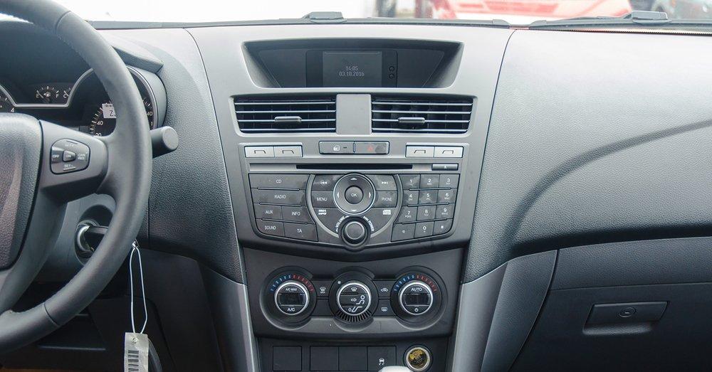 So sánh Mitsubishi Triton MIVEC 2017 và Mazda BT-50 2016 về trang bị giải trí 2