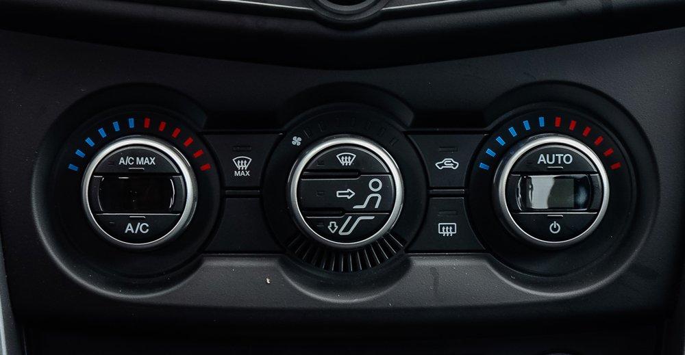 So sánh Mitsubishi Triton MIVEC 2017 và Mazda BT-50 2016 về trang bị giải trí 4