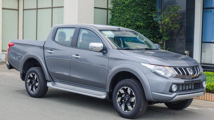 So sánh Mitsubishi Triton MIVEC 2017 và Mazda BT-50 2016 2016 - Xe rẻ toàn thắng.