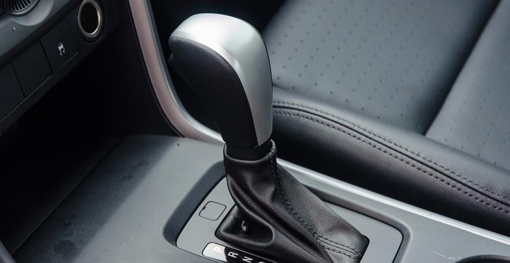So sánh Mitsubishi Triton MIVEC 2017 và Mazda BT-50 2016 về hộp số 2
