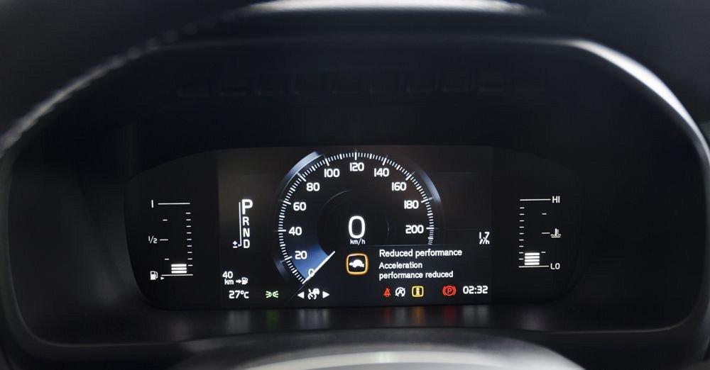 Đánh giá xe Volvo XC90 2017 có màn hình hiện thị các chế độ lái dạng LCD kích cỡ 8 inch.