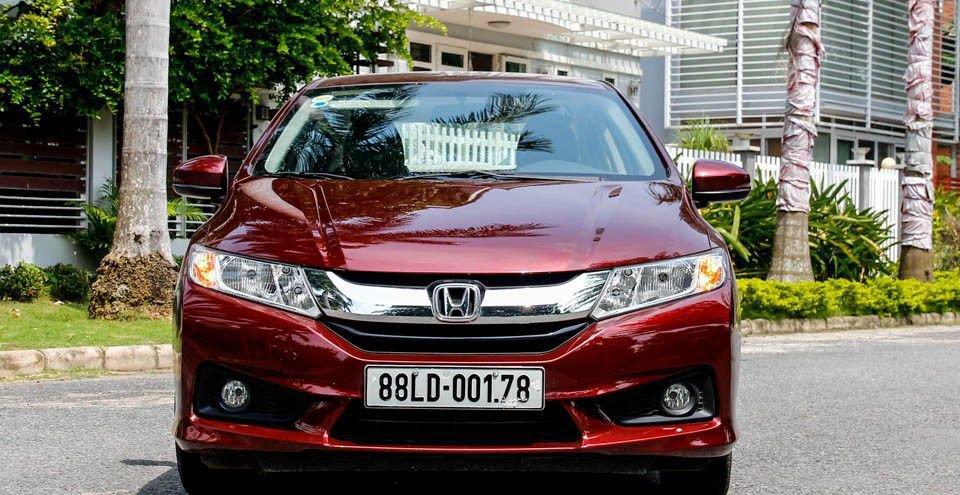 So sánh xe Honda City 2017 và Hyundai Accent 2017 về đầu xe.