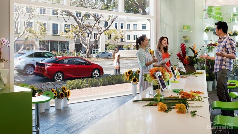 """Đánh giá xe Toyota Prius 2017: Xe xanh """"hot hit"""" có tạo nên cơn sốt tại Việt Nam"""