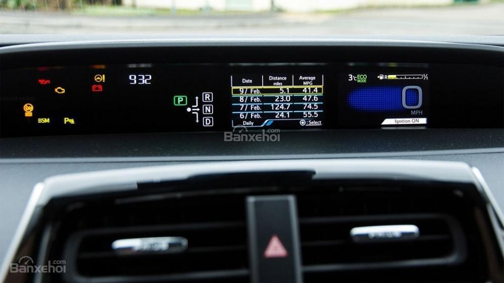 Đánh giá xe Toyota Prius 2017: Bảng đồng hồ lái thiết kế khác biệt a4