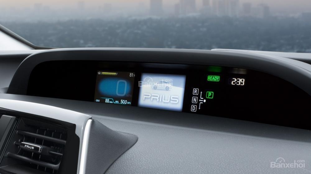 Đánh giá xe Toyota Prius 2017: Bảng đồng hồ lái thiết kế khác biệt a1