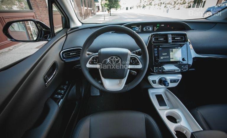 Đánh giá xe Toyota Prius 2017 về hệ thống thông tin giải trí a1