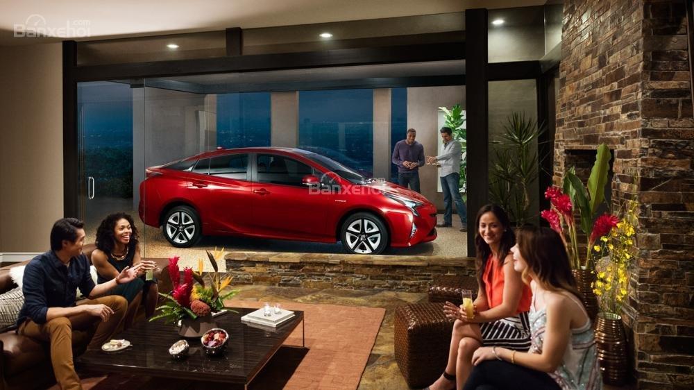 Đánh giá xe Toyota Prius 2017: Xứng đáng mẫu hybrid top đầu thế giới.