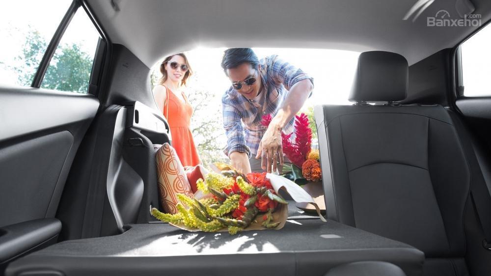 Đánh giá xe Toyota Prius 2017: Khoang hành lý rộng hơn phiên bản trước a1