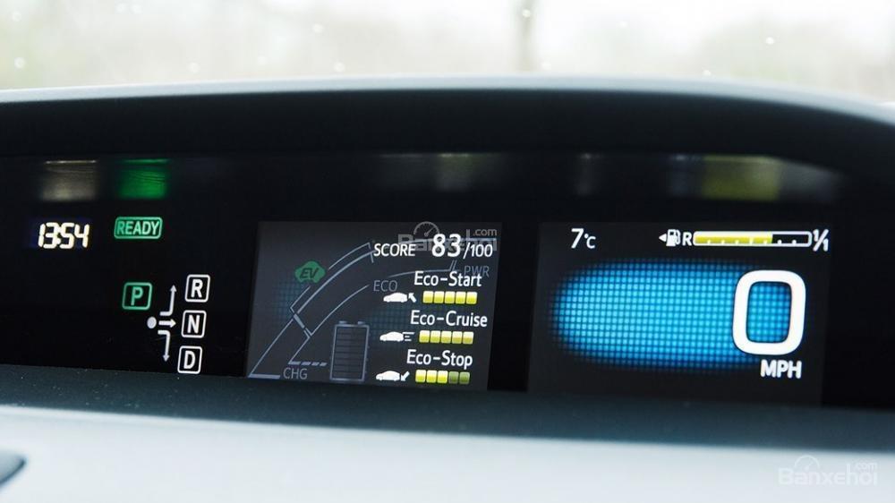 Đánh giá xe Toyota Prius 2017: Bảng đồng hồ lái thiết kế khác biệt a3