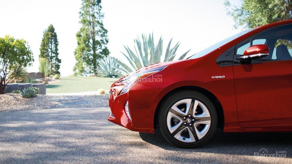 Đánh giá xe Toyota Prius 2017: Thiết kế la-zăng độc đáo,