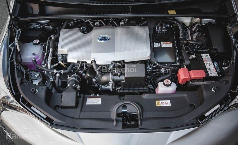 Toyota Prius 2017 sử dụng động cơ I4 1.8L và động cơ điện 53kW cho tổng công suất 121 mã lực.