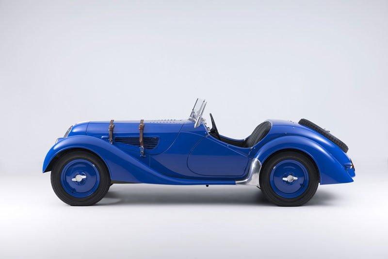 Khám phá 10 mẫu ô tô làm nên danh tiếng của BMW 10