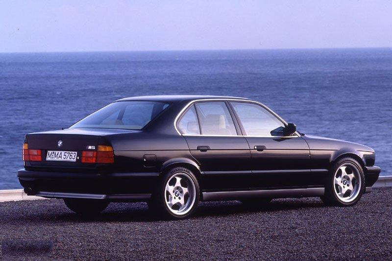 Khám phá 10 mẫu ô tô làm nên danh tiếng của BMW 4
