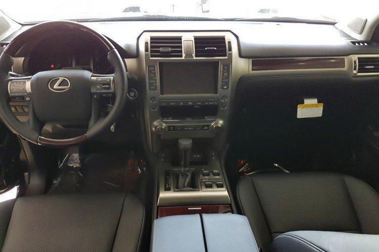 Lexus GX460 2017 chốt giá hơn 5 tỷ tại Việt Nam r231