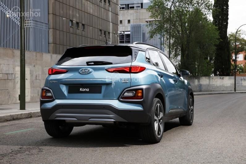 Đánh giá xe Hyundai Kona 2018: Đuôi xe phía sau.