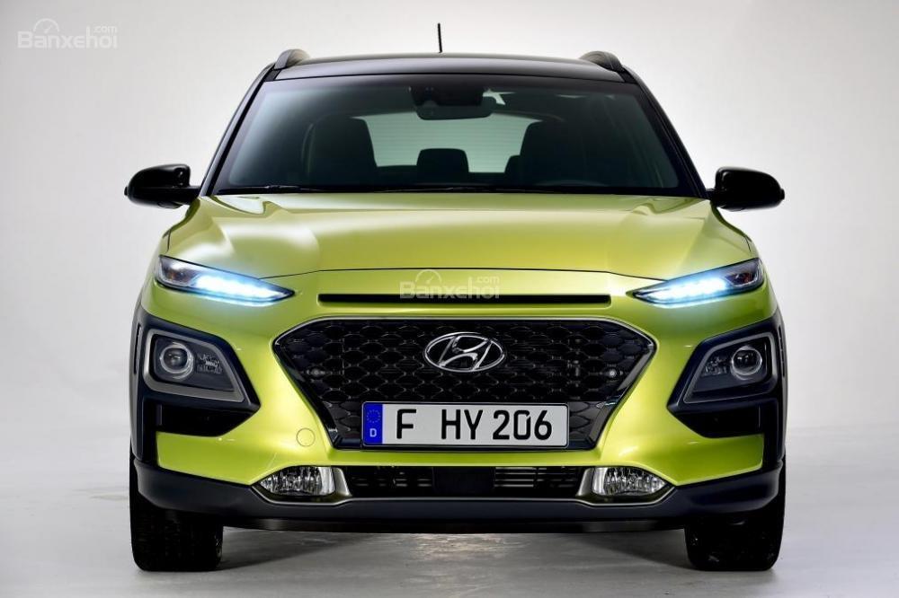 Đánh giá xe Hyundai Kona 2018: Thiết kế đầu xe khá đẹp.