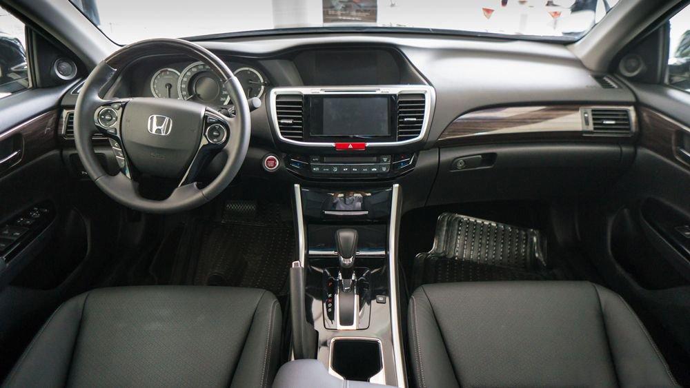 Đánh giá xe Honda Accord 2017: Nội thất xe sang trọng 24174
