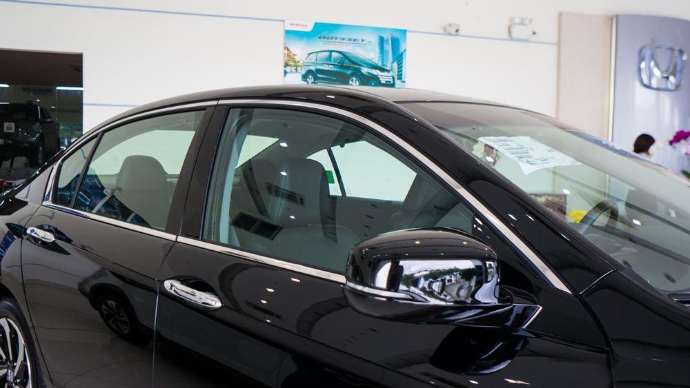 Đánh giá xe Honda Accord 2017: Gương chiếu hậu f34
