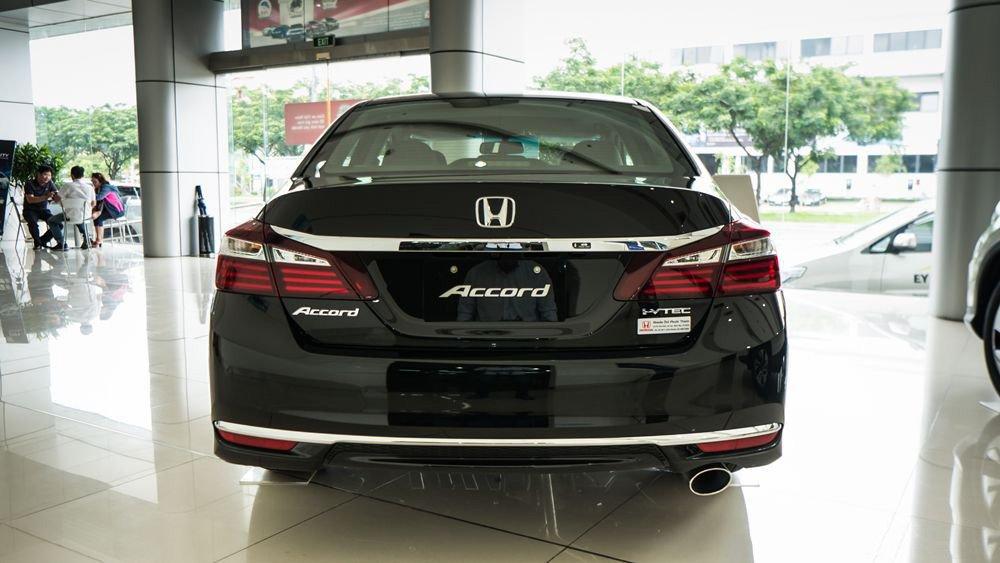 Đánh giá xe Honda Accord 2017: Đuôi xe phía sau g3532