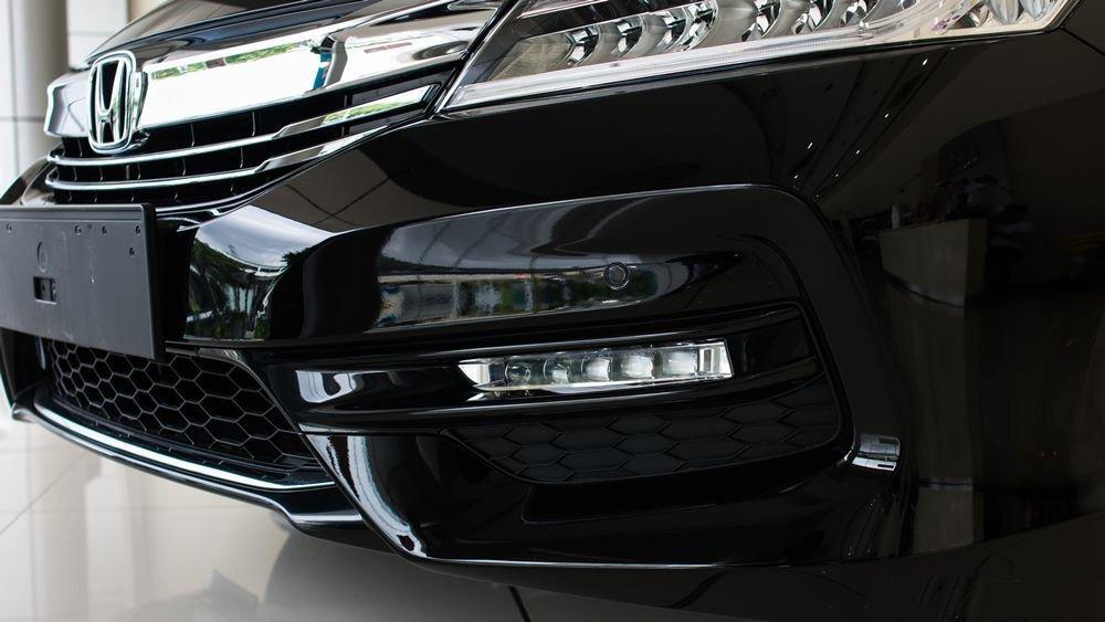 Đánh giá xe Honda Accord 2017: Đèn sương mù 664w