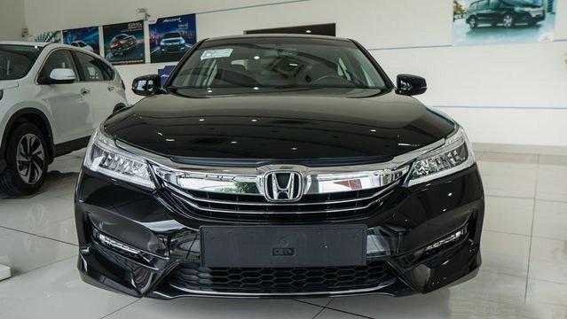 Đánh giá xe Honda Accord 2017: Thiết kế đầu xe trẻ trung 09566